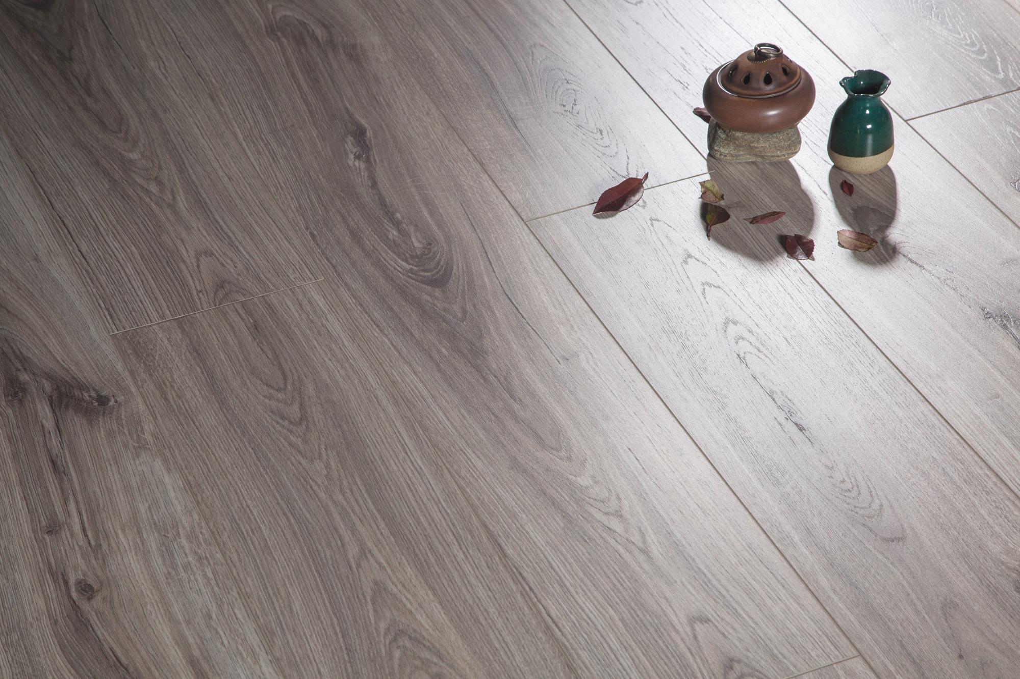 莱尔橡木强化地板