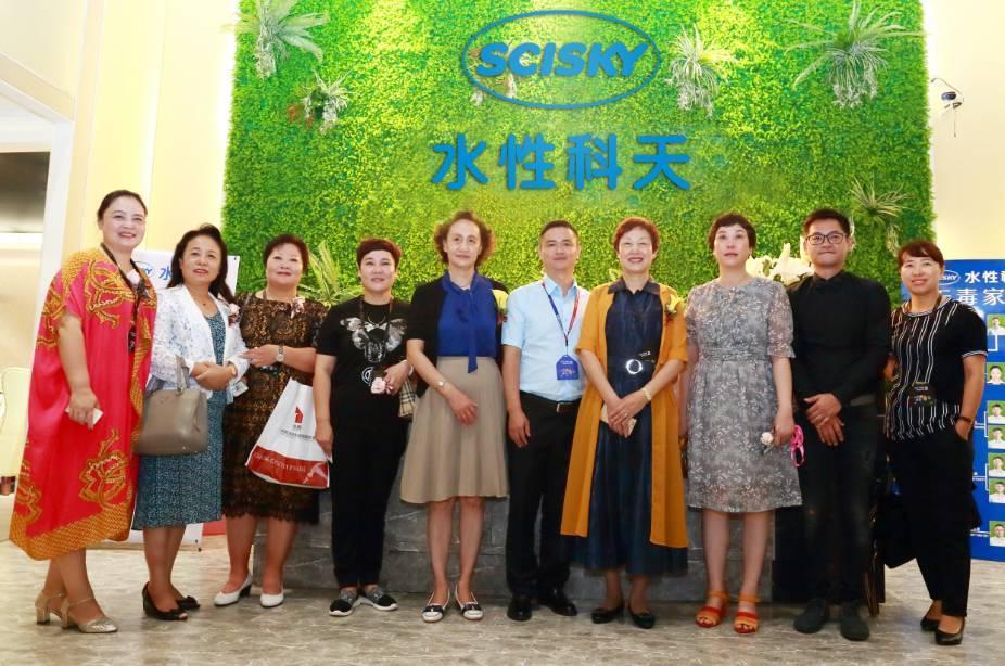 中国家具协会、中国涂料工业协会领导参观无毒家具展馆